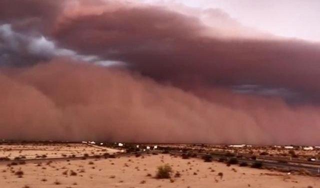 """ВИДЕО: Песочна бура за неколку минути ја """"проголта"""" Аризона"""