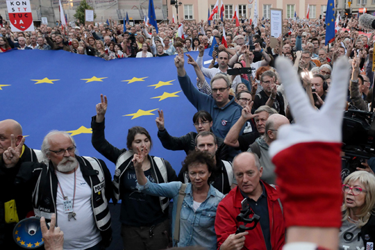 Протести против пензионирањето на судиите во Полска
