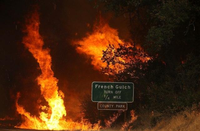 ВИДЕО: Огнено торнадо, евакуирани илјадници луѓе