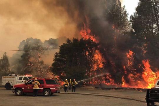 Калифорнија: Наредена евакуација на уште 10.000 луѓе
