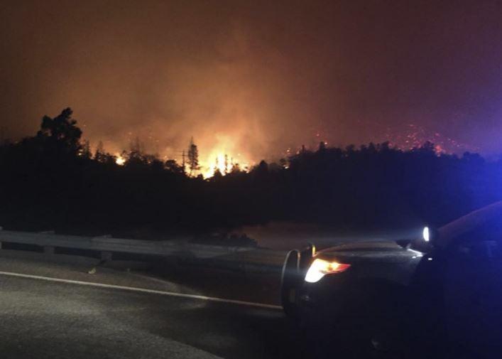 ФОТО: Шумски пожар беснее во Калифорнија – илјадници евакуирани, објавена вонредна состојба