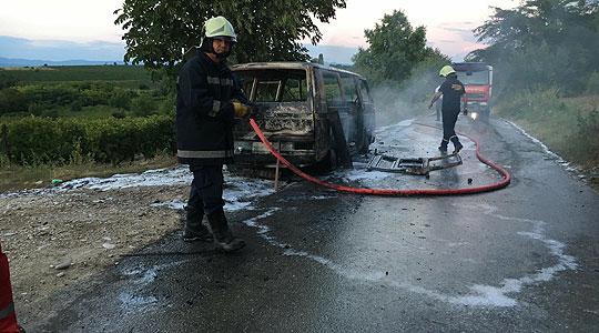 Изгоре возило кај Манастирец, повредени нема