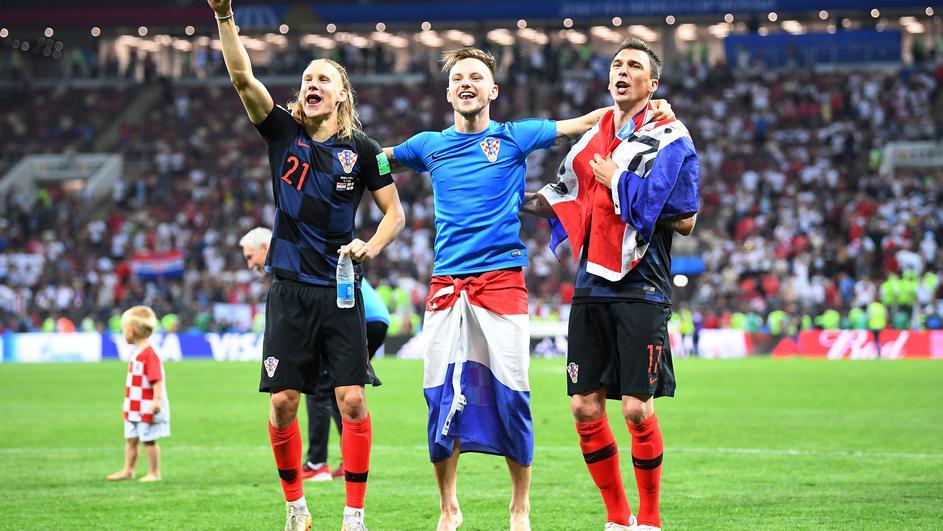 Тој е херој на нацијата: Ракитиќ ноќта пред мечот против Англија имал речиси 40 температура