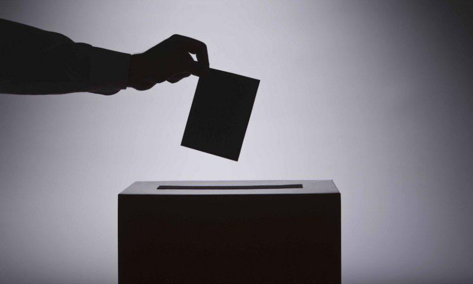 Само 250.000 Македонци излегле на референдум: Како и да гласи нивната одлука, таа е нелегитимна!