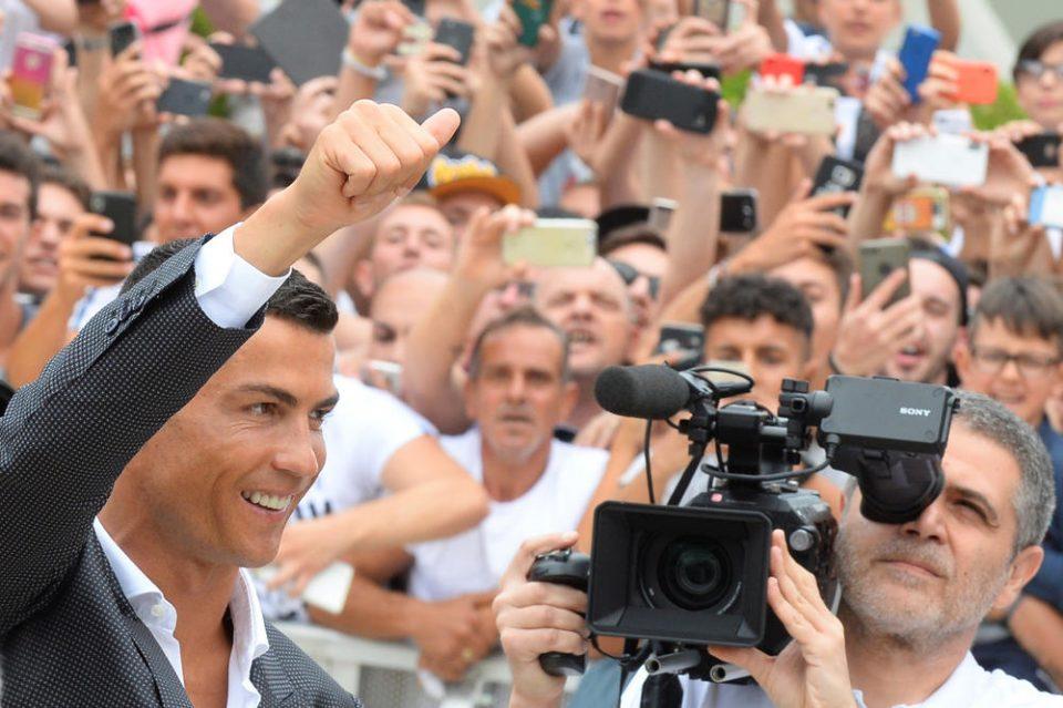 Роналдоманија во Торино: Каде и да тргне околу Кристијано е гужва- остана уште промоцијата, еве што правеше досега (ФОТО+ВИДЕО)