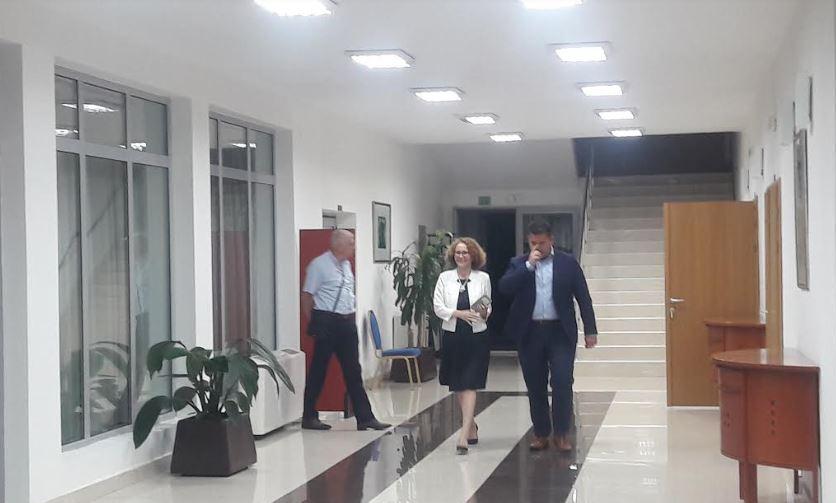 ФОТО: Лидерите излегоа на пауза, средбата ќе продолжи