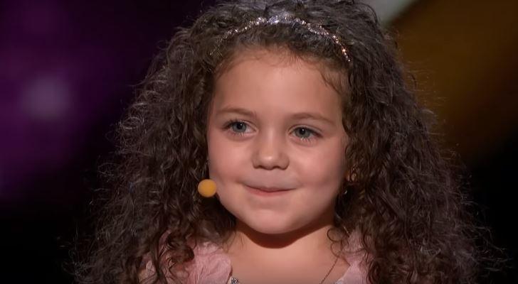 Пет годишната Софи му одржа лекција на светот: Не ми е гајле за парите, само сакам да пеам и да ги правам луѓето среќни (ВИДЕО)