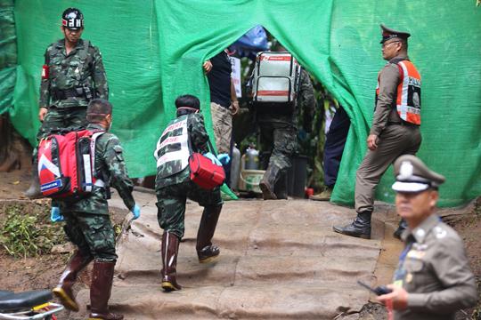 Акцијата за извлекување на децата од пештерата во Тајланд прекината за денеска