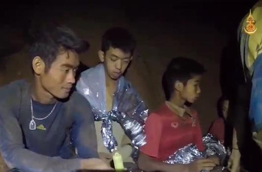 Продолжи спасувачката акција на Тајланд