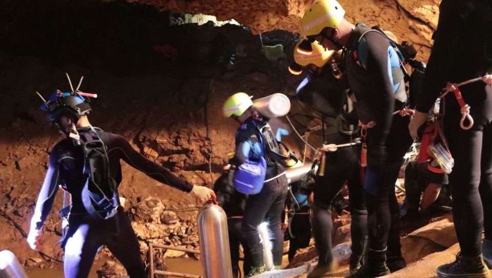 Се ближи ли крај на голготата: Уште едно дете остана за спасување, со него во пештерата е тренерот и други четири лица