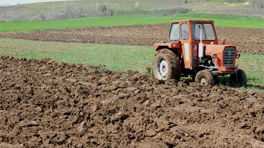 Во Кавадарци се спроведува акција за предупредување на возачите на технички неисправни трактори