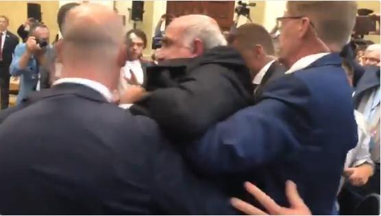 Инцидент пред почетокот на прес конференцијата на Трамп и Путин во Хелсинки (ФОТО+ВИДЕО)