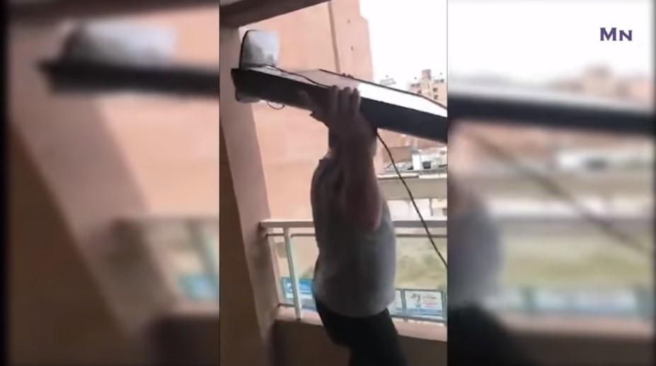 ВИДЕО: Го фрли телевизорот од тераса по голот на Мбапе