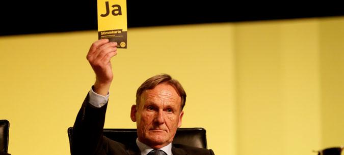 Шефот на Дортмунд: Подготвен сум да платам по 100 милиони евра за Левандовски и Мбапе