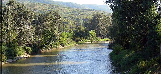 """Вардар и Бабуна кај Велес неисправни за капење, безбедно во езерото """"Младост"""""""