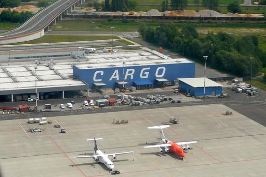 Најмалку 14 затруени при истекување хемикалија на варшавскиот аеродром