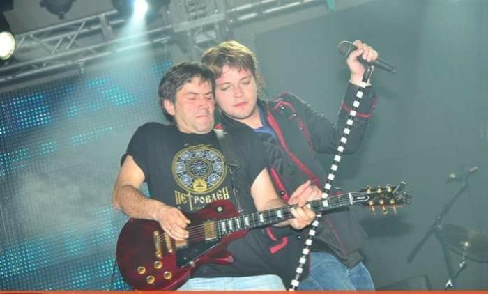 """Гитаристот на """"Морал"""" се огласи по смртта на Влатко: Беше млад за депресија и млад за да замине!"""