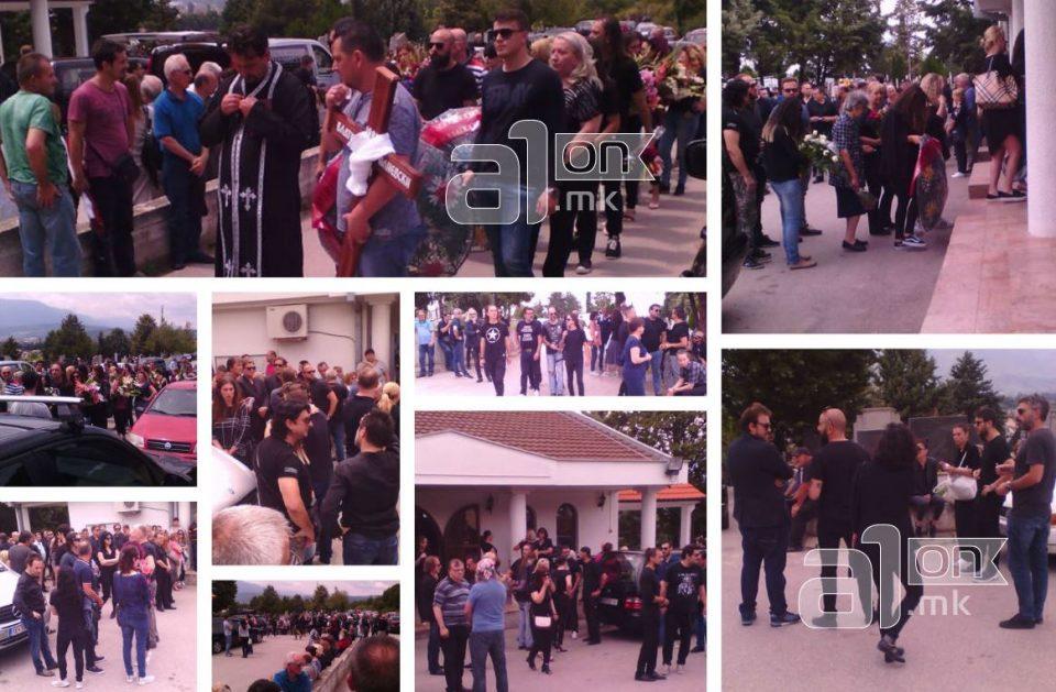 Речиси целата музичка естрада дојде на погребот на Влатко Илиевски (ФОТО)