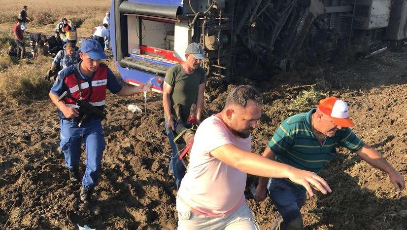 НАЈНОВИ ДЕТАЛИ: Десетмина загинати при железничка несреќа во Турција (ФОТО)