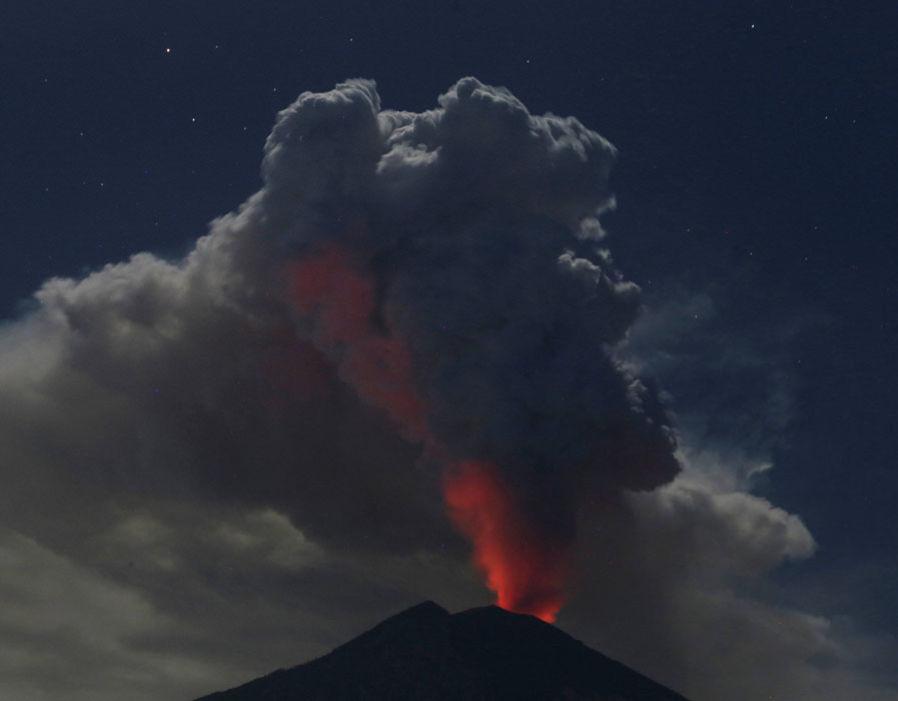 Нова ерупција на вулканот Агунг