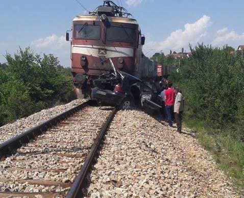 Железничка несреќа кај Ногаевци: Воз удри во автомобил