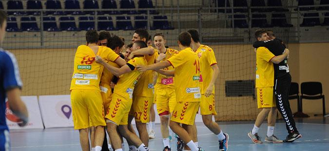 ЕХФ ШАМПИОНАТ У18: Македонија со пет победи од пет меча ја заврши групната фаза