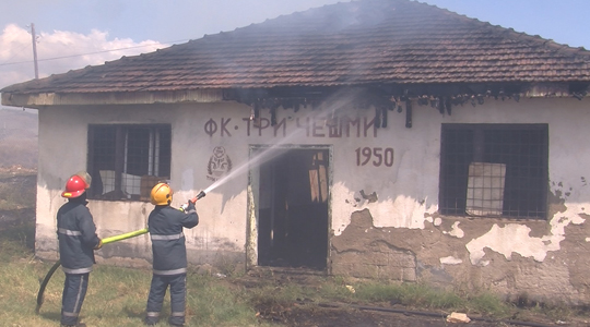 Пожар на игралиштето во штипската населба Три Чешми