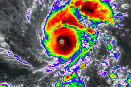"""Хорор пред вратите на Хаваи: Пристигнува """"Лејн"""", ураган од четврта категорија"""