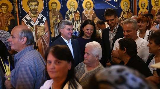 Иванов со семејството на црковно-народниот собир во охридското село Скребатно