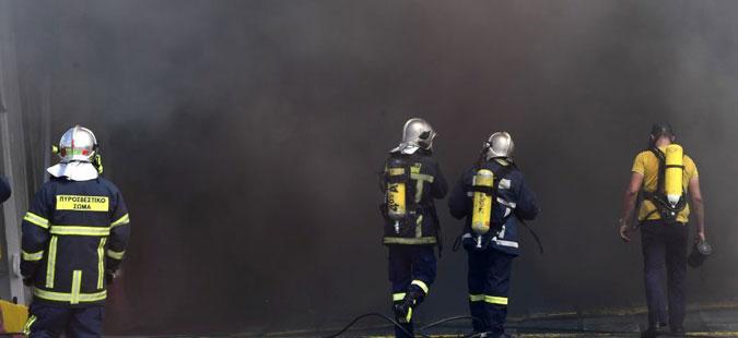 Се уште трае гаснењето на пожарот во бродот што се запали додека пловеше кон Крит