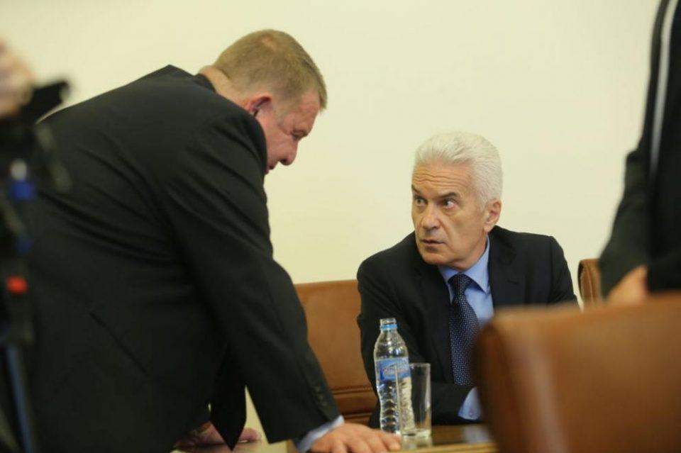 Подготвен е анекс на Договорот за пријателство, бугарските владејачки партии ВМРО-БНД и АТАКА порачуваат: Македонија и Бугарија. Тоа се два збора за истото!