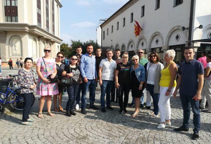 Рангелова и делегација од ВМРО-ДПМНЕ ОК Центар помеѓу верниците во црквата Успение на Пресвета Богородица
