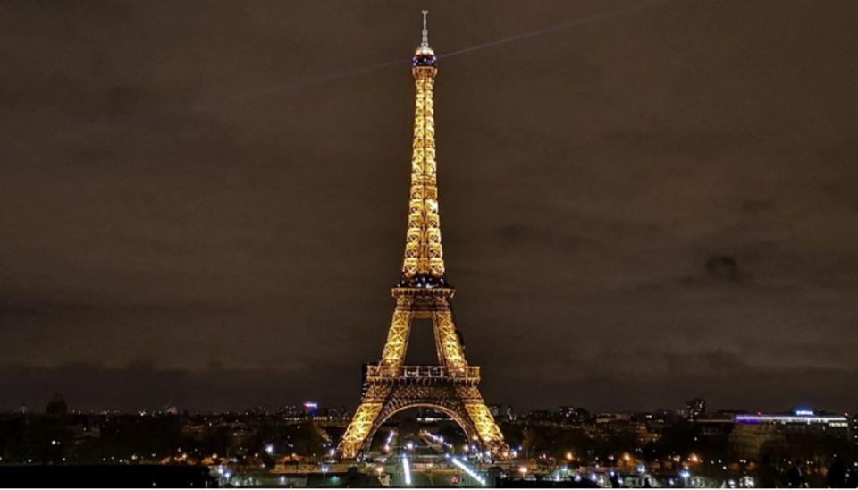 Монструозно долги редови: Ајфеловата кула е затворена!