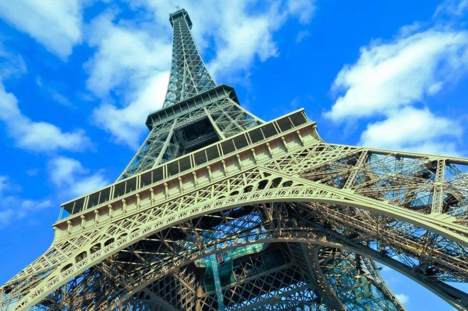 Ајфеловата кула повторно отворена од следната седмица