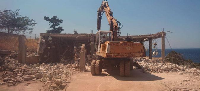 Започна уривањето на дивоградби во областа Атика