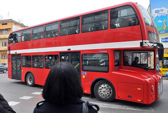 Инцидент во автобус на ЈСП: Контролот му удрил бокс на патник откако му го проверил билетот и побарал повторно да плати