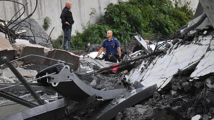 Моќна фотографија од фанови на Сампдорија и Џенова по катастрофата: Нема ривалство кога на твојот град ќе му се случи трагедија (ФОТО)