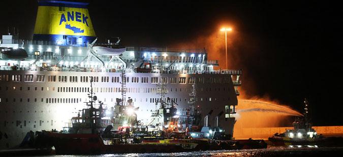 Пожар на ферибот со повеќе од 1.000 луѓе во Грција