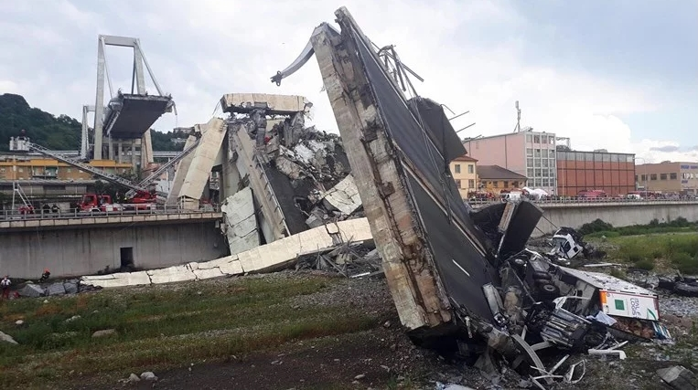 Италијанскиот голман бил на мостот за време на трагедијата: Паѓав 30 метри, чудо е што сум жив (ФОТО)