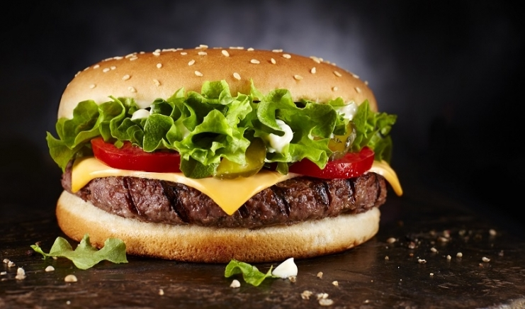 Хамбургер 1300 денари, сендвич 800: Изгор цени на позната плажа во нашиот регион