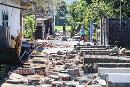 Смртниот биланс од земјотресот во Индонезија се искачи на 142 лица