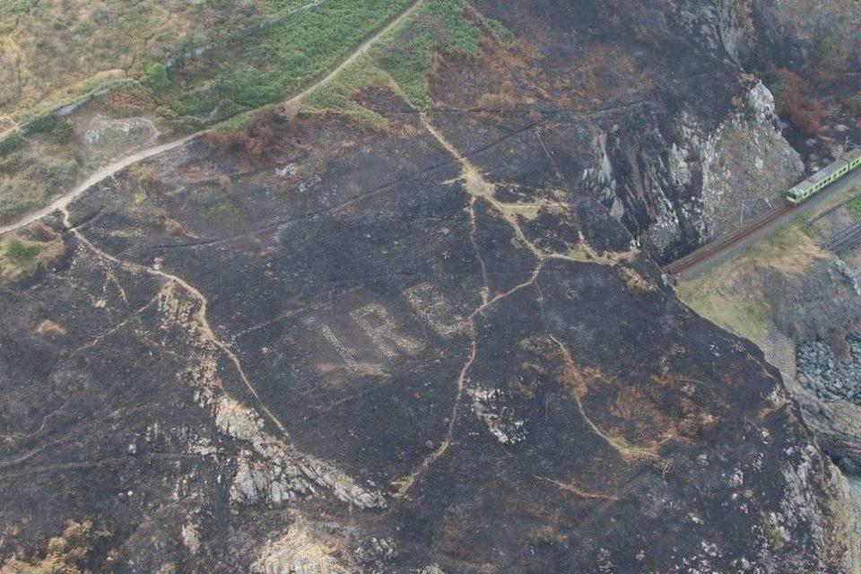 ФОТО: По големиот пожар, мистериозна порака се појави на ирскиот брег