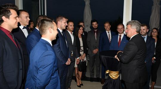 Претседателот Иванов ги додели сертификатите на учесниците на деветтата Школа за млади лидери