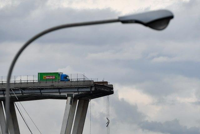 ФОТО: Најсреќниот човек во несреќата во Џенова