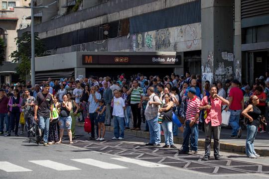 Каракас остана без струја три часа, претседателот ја обвини опозицијата за саботажа