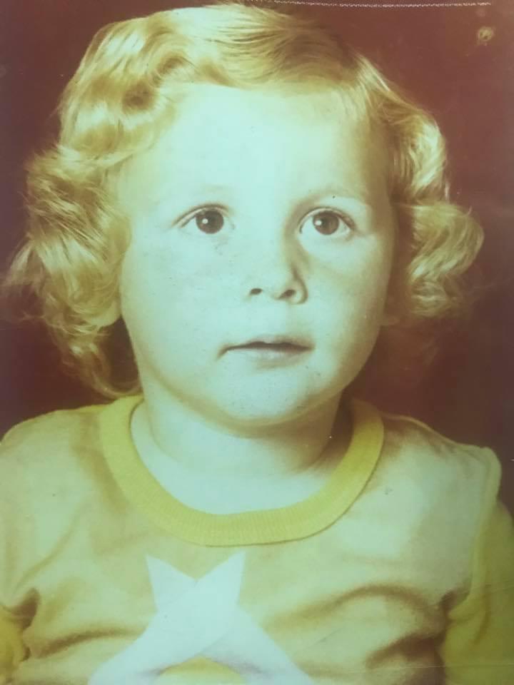 Македонскиот пејач се потсети на детството: Мали, ти чив син беше! (ФОТО)