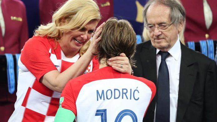 Ништо не е исто ако не се појави Колинда: Му честиташе на Модриќ, па цела нација зборува за неа и нејзиниот гест (ФОТО)