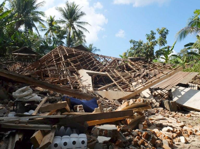 Нов црн биланс од земјотресот во Ломбок: 436 жртви, огромна материјална штета