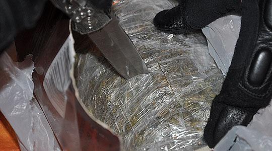 Приведени две момчиња во Куманово, пронајдена марихуана