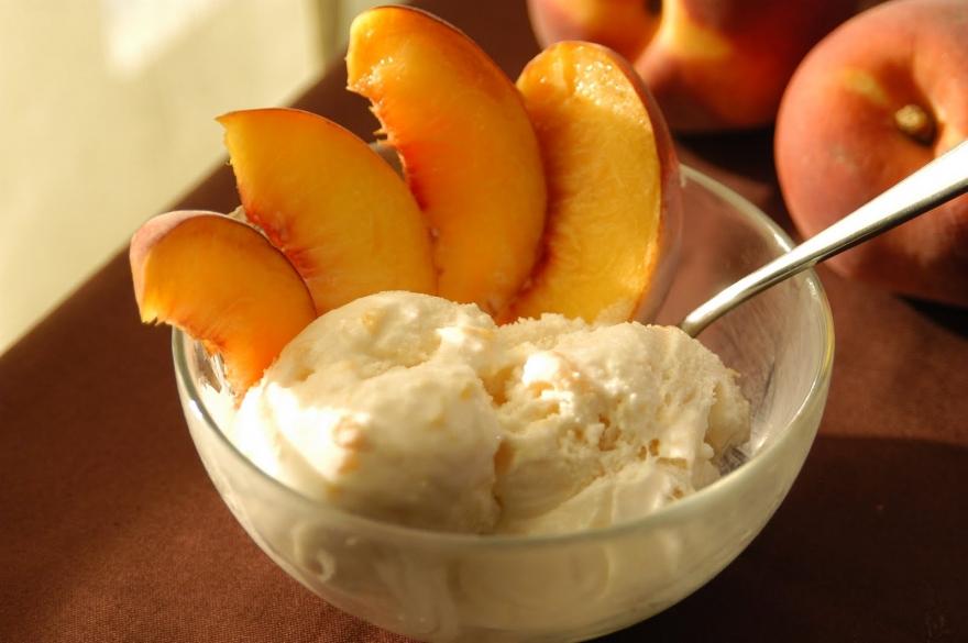 Наједноставен рецепт за сладолед од праски